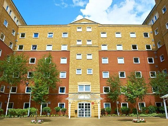 Great Dover Street Apartment Rooms is situated in a prime location in Southwark close to Borough Market