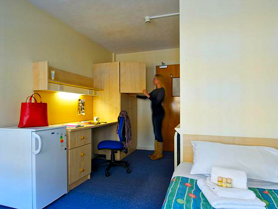 A typical single room at Stamford Street Apartment Rooms