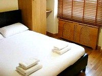 Spacious Double room at Hyde Park Suites