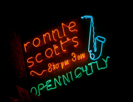 Prenotare un hotel in Ronnie Scotts Cafe