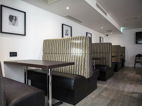 Un posto per mangiare a The W14 Hotel London