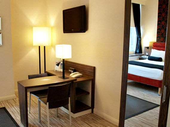 Another room at Comfort Inn London