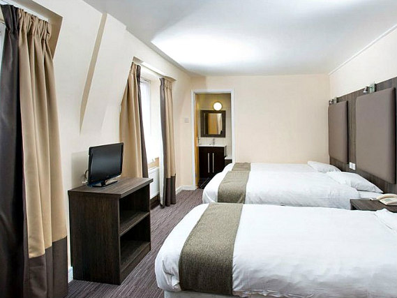 Quad rooms at Hotel Lily are the ideal choice for groups of friends or families