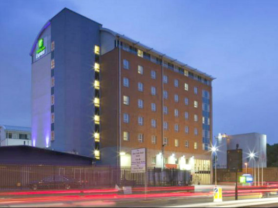 Holiday Inn Express London Limehouse is situated in a prime location in Limehouse close to Victoria Park