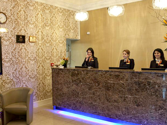 Paddington Court Hotel has a 24-hour reception so there is always someone to help