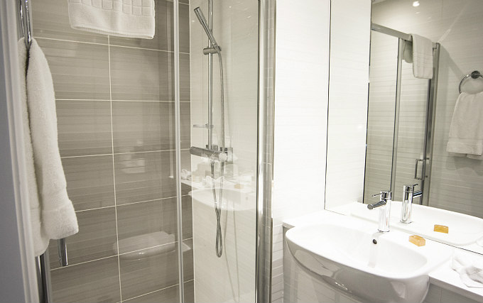 A typical bathroom at Mornington Hotel London Victoria