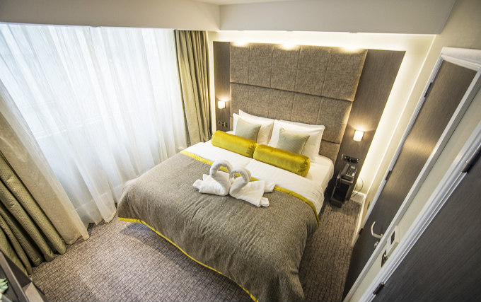 A comfortable double room at Mornington Hotel London Victoria