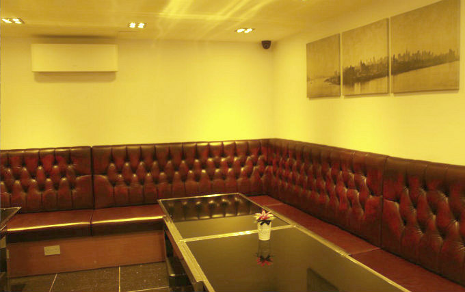 The lounge room at Exhibition Court Hotel 4