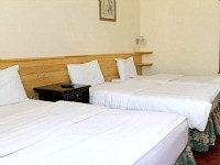 A typical tidy quad room at Bridge Park Hotel