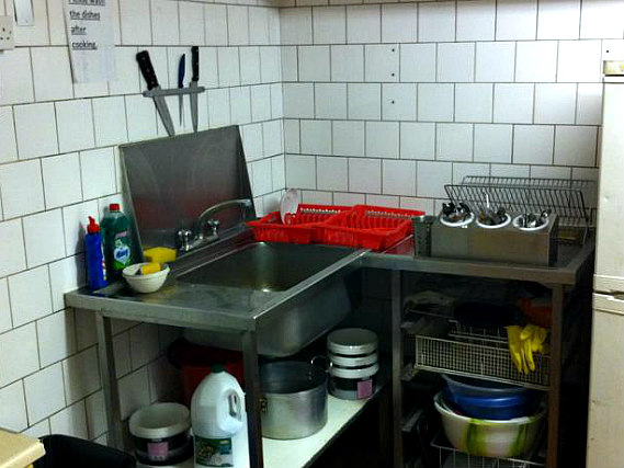 kitchen at Royal Bayswater Hostel