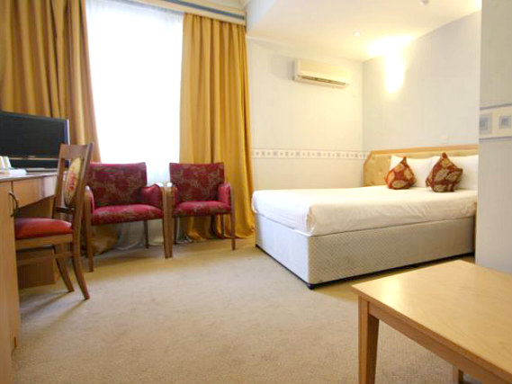 A comfortable double room at St Georgio Hotel