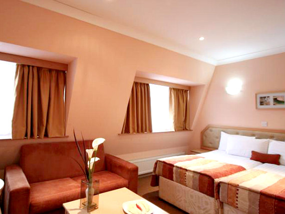 A comfortable twin room at St Georgio Hotel