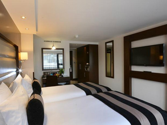 Triple rooms at Shaftesbury Kensington Hotel are the ideal choice for groups of friends or families